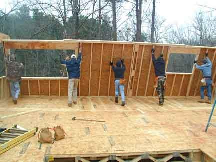Montage panneaux maison ossature bois - Construire un garage en bois pas cher ...