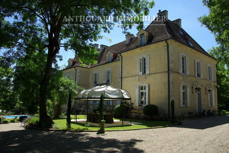Château du XVIIIème siècle sur 2,5ha de parc 01